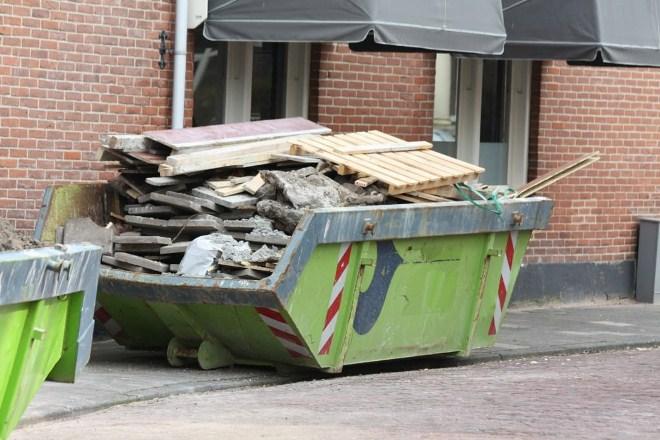 вывоз мусора из квартиры заказ контейнера с погрузкой